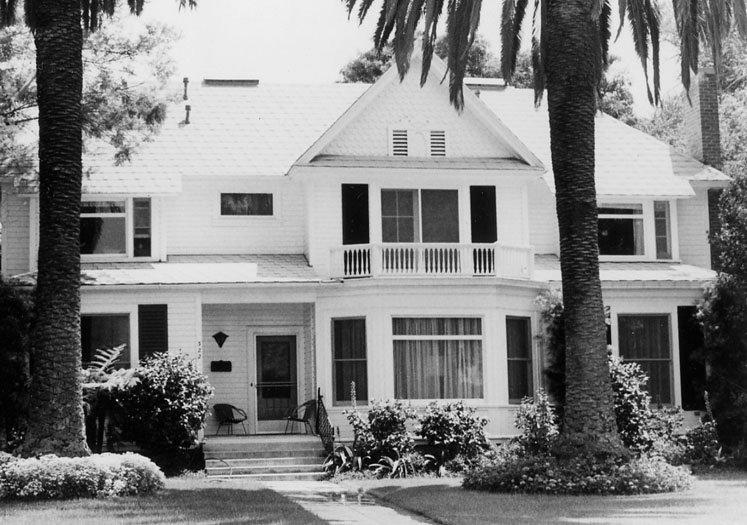 terrace122bw-1975